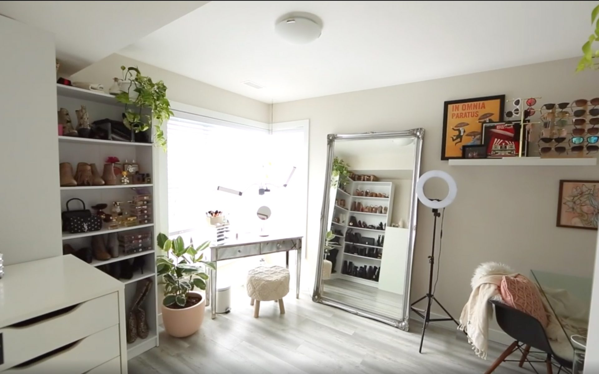 Karissa Pukas' Beauty Room Wide Angle view